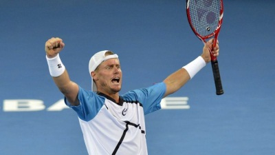 Hewitt triumphs over Federer in Brisbane